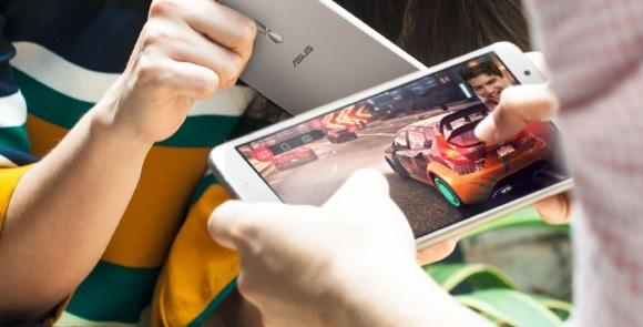 Zenfone 3 Ultra di tangan digenggam