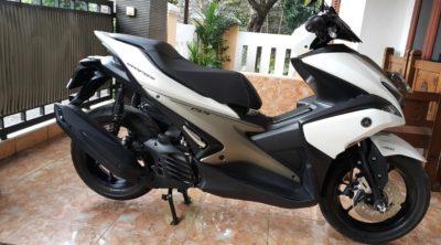 Yamaha Aerox 155 Putih vs Vario 150